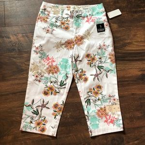 ‼️Slenderizing St Johns Bay Capri 4 NWT